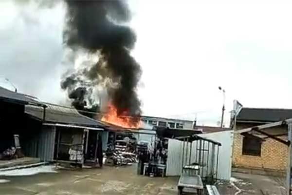 Видео: пожар на центральном рынке, горело очень сильно