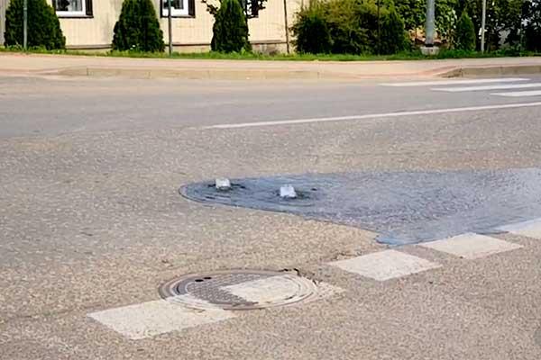 ВИДЕО. Рвет трубы со страшной силой: новая крупная авария у «Rēzeknes ūdens»