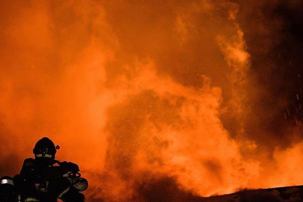В Резекненском крае загорелось производственное здание