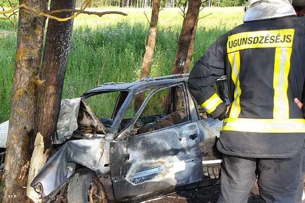 Очевидцы о жутком ДТП под Резекне: спасатели приехали слишком поздно