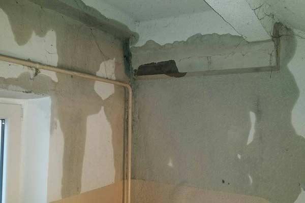 Потоп в Резекне: куда обращаться, если с потолка и стен потекло