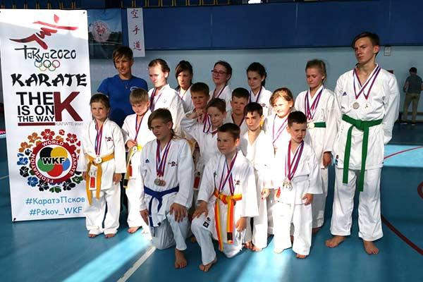 Спортсмены карате клуба «Сакура» успешно закончили сезон соревнований