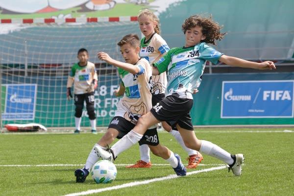 Школьник из Резекне принял участие в международном проекте Football for Friendship