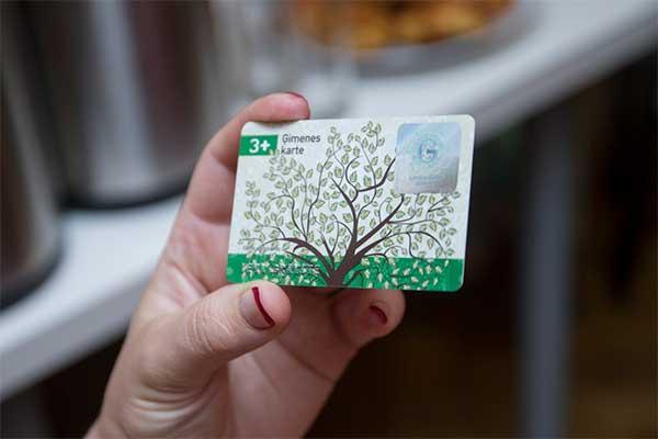 Детям нужны будут личные карты 3 Ģimenes karte