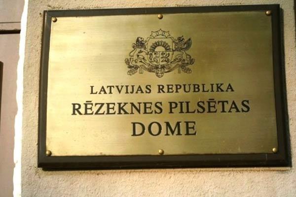 """По мнению мэра Резекне, скандал со взятками в """"Rīgas satiksme"""" не повод распускать Рижскую думу"""