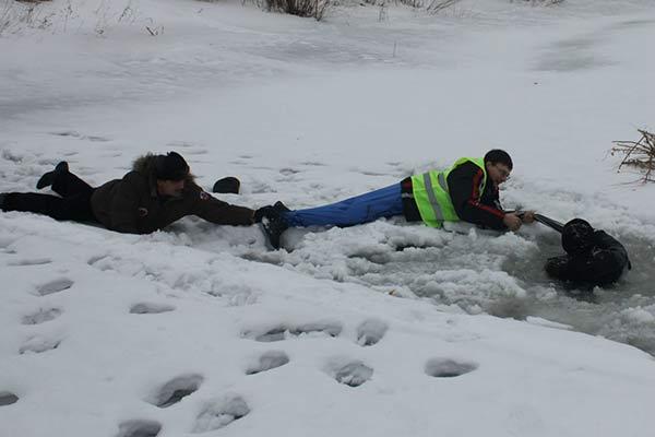 Работники Резекненского участка ST спасли тонущего рыбака