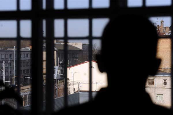 Житель Резекне вломился в дом и изнасиловал несовершеннолетнюю: назначен суд