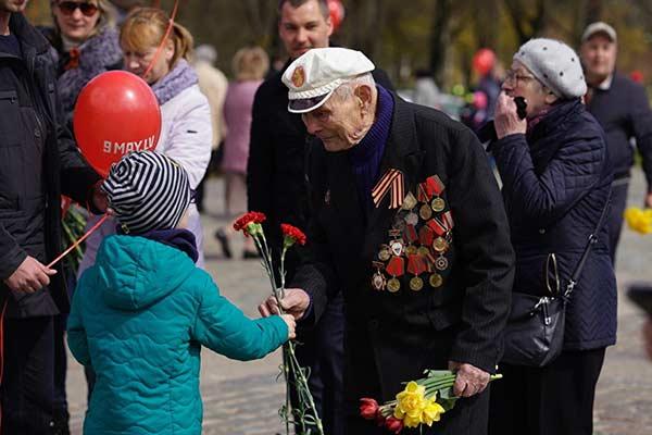 Депутат из Резекне «молчаливо поддержал» штраф за форму Красной армии на 9 мая