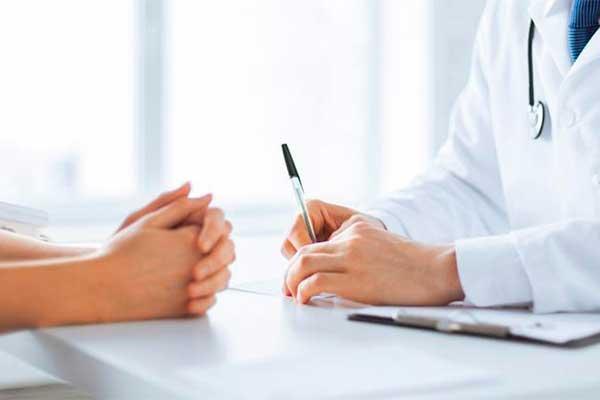 Семейные врачи не едут в Латгалию, там лечить некого — Национальная служба здоровья