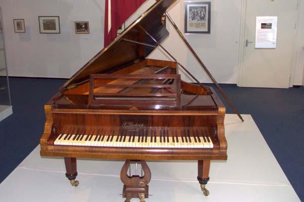 Музей письменности и музыки на выставке раскроет «Историю первого рояля страны»